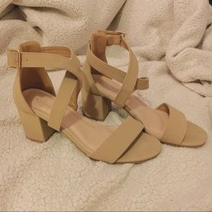 Strapped Nude Heels TOP Moda